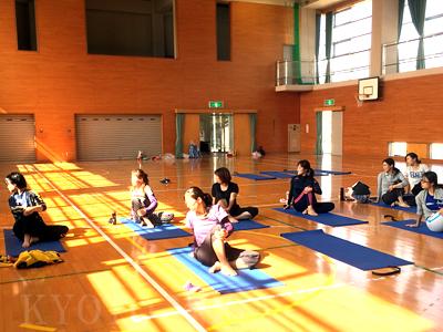 10月ヨウコ先生の多賀小学校PTA 特別ヨガクラスレポート 京都ヨガ