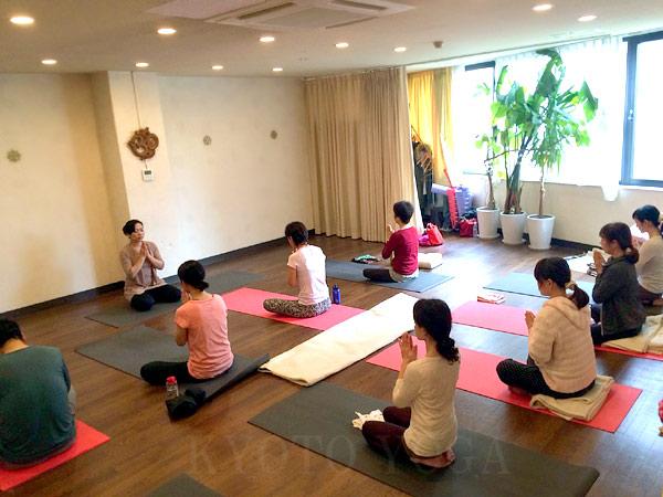 12月ヨウコ先生のアシュタンガヨガ・ハタヨガ&瞑想 特別WSレポート 京都ヨガ