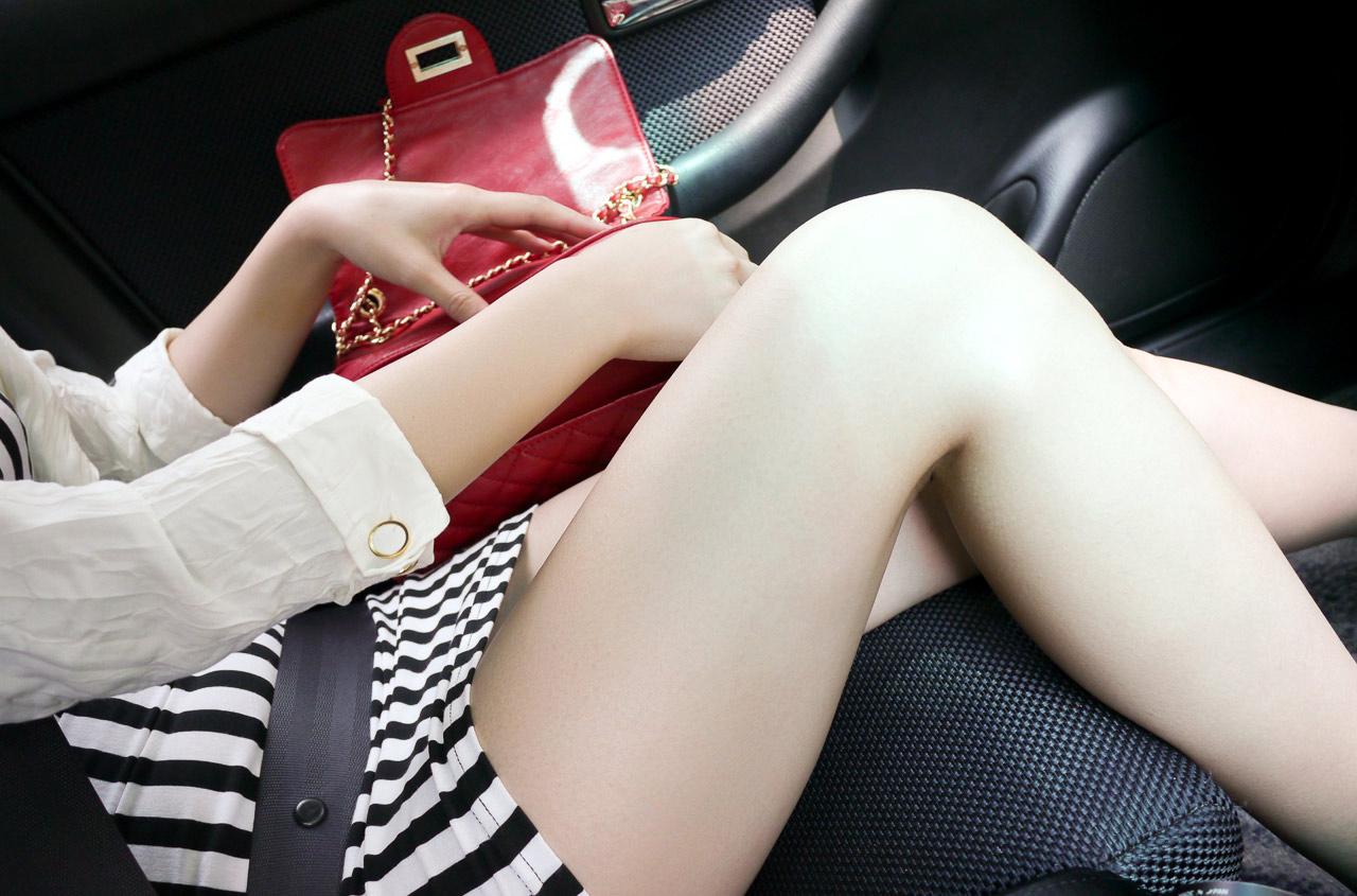 車内脚13
