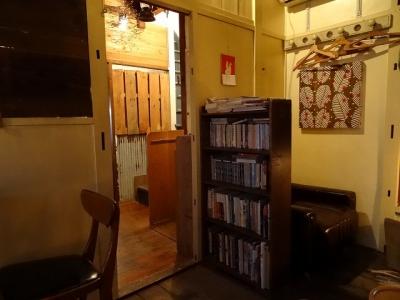 LAMAさん店内本棚