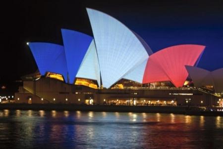 Tri-Colour_Sydney-OperaHouse.jpg