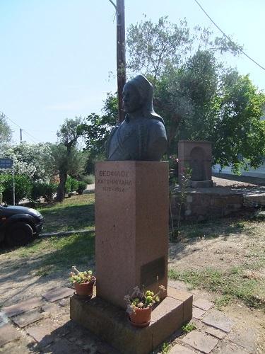 ヴァリア_セオフィロスの像