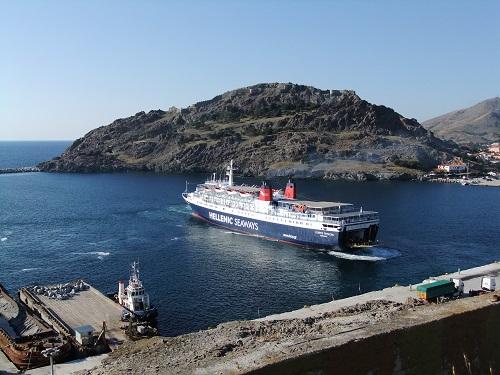 港に船が到着