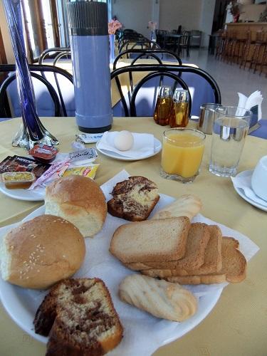 リムノス_ホテルで朝食 (2)