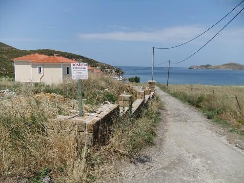 リムノス_プラティのビーチの先