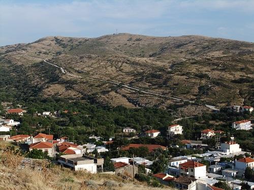高台から見下ろすアギオス・エフストラティオス (1)