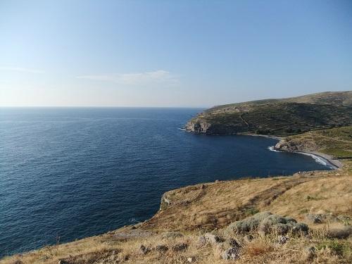 高台から見下ろすアギオス・エフストラティオス (2)