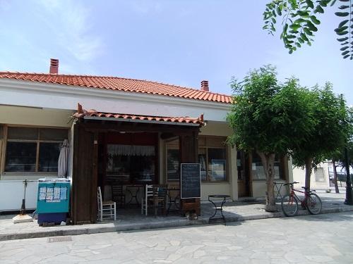 アギオス・エフストラティオス_パン屋さんと旅行代理店