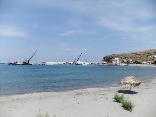 アギオス・エフストラティオス_港のそばの海岸