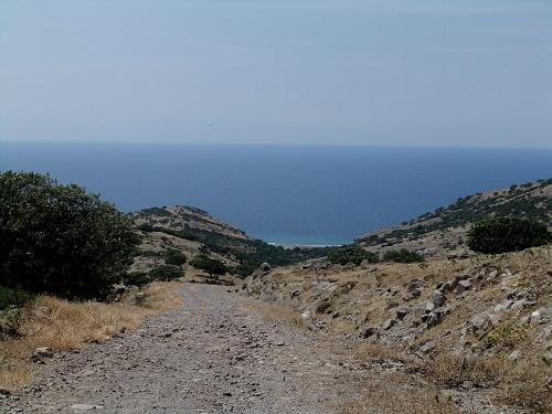 アギオス・エフストラティオス_山を上る (5)