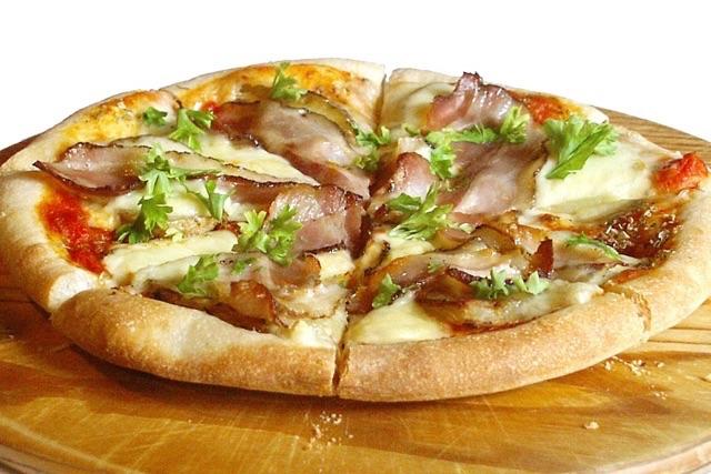 ベーコンとポテトのピザ小