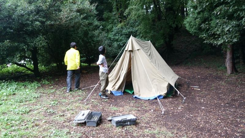 ブラックタイガー班 2人でテントを設営中