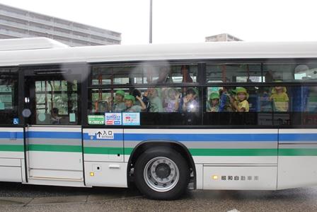 ギャラリーバス出発式 (23)