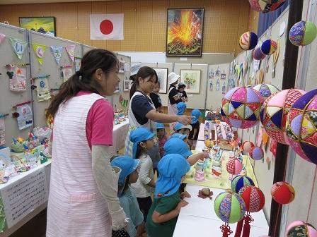 校区文化祭 展示の部 (2)