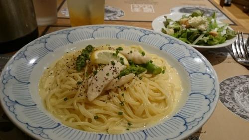 蒸し鶏とグリーンアスパラのレモンクリームパスタ