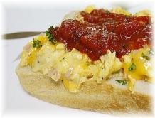 ふわとろ卵チーズオムレツサンド1