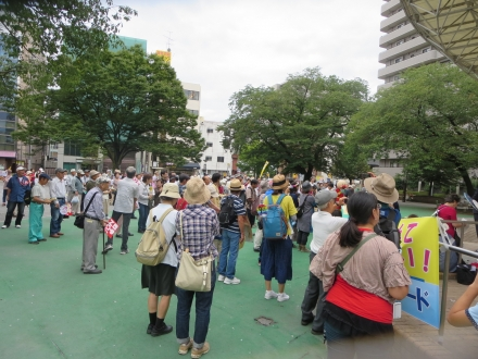 集会参加の人々
