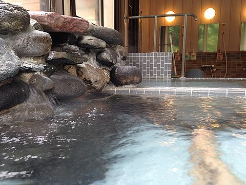 芽登温泉・巨岩の湯