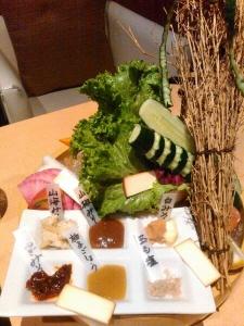 20150913朝採り野菜とスモークチーズ.jpg