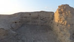 夕日に照らされる故城