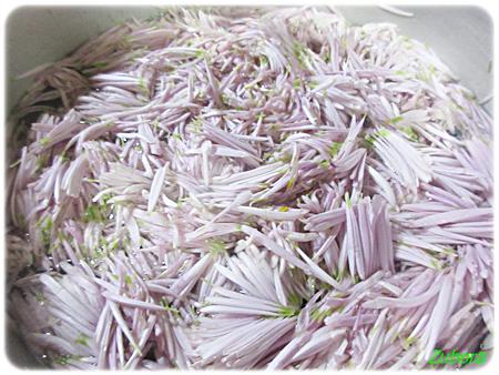 菊花の梅和え