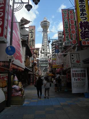 3 通天閣と新世界の町並み