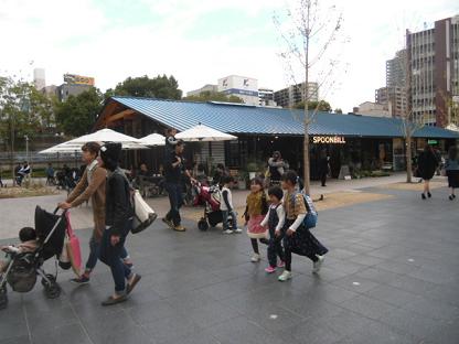 11 喫茶店と植木や花のグリーンショップの一体化した店