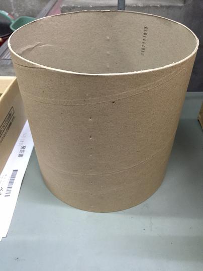 3 材料は梱包機のテープの芯である紙管