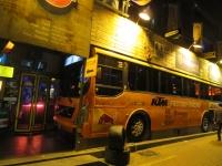 大邱 バスをそのまま座席にした若者の店