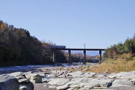 荒川橋梁と電車