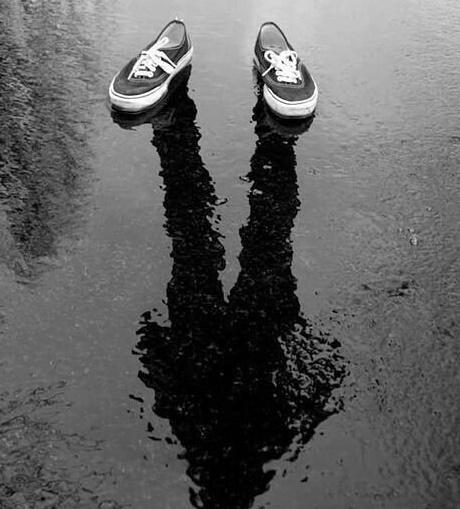 透明人間 靴 異人