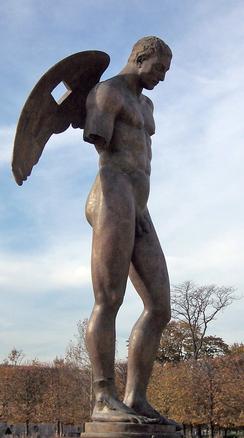 銅像 立ち尽くす 片手