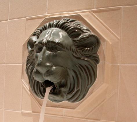 ライオン 蛇口 浪費