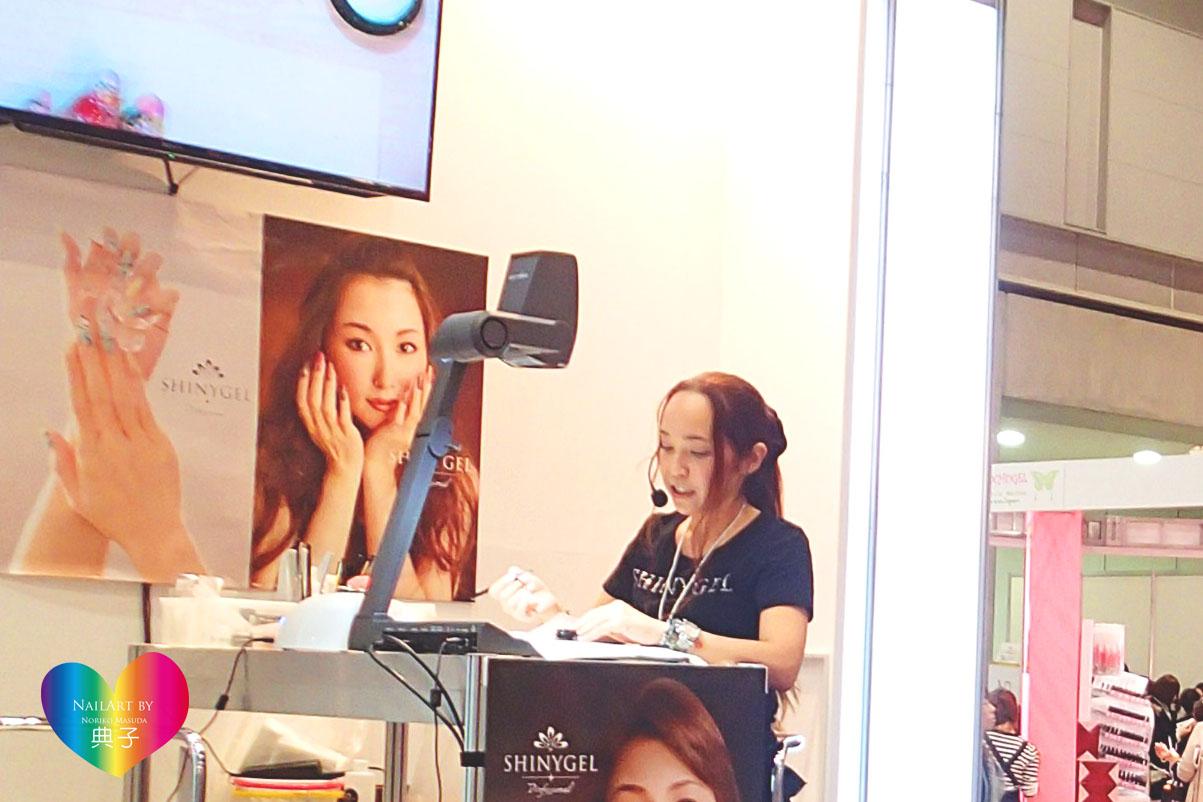 Expo2015 デモ 話し中.jpg