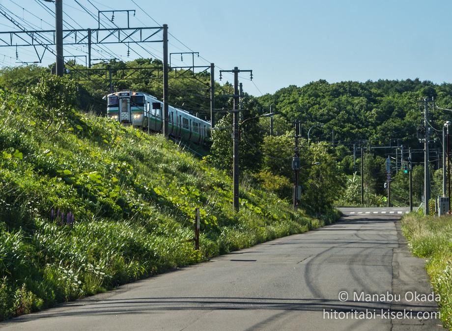 上野幌駅へと向かってくる列車