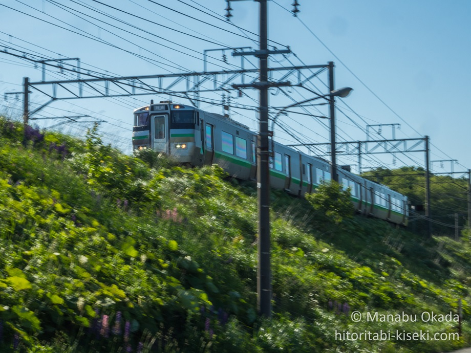 疾走する普通列車