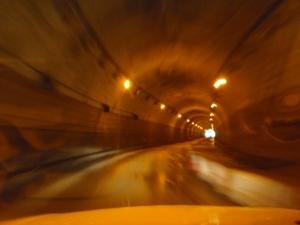 このトンネルを出るといよいよです