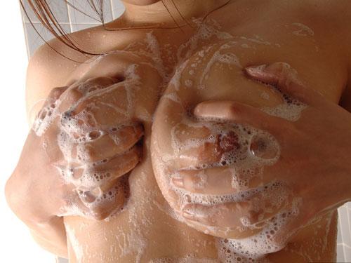 泡まみれのおっぱい揉みまくりたい♪