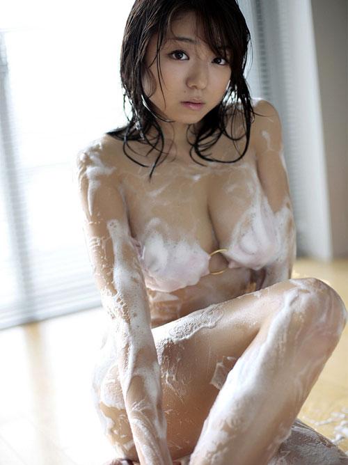 泡まみれのおっぱい揉みまくりたい1