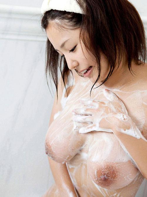 泡まみれのおっぱい揉みまくりたい9