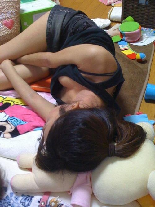 【家庭内盗撮エロ画像】彼女や姉や妹などのエッチな姿を隠し撮り!!!