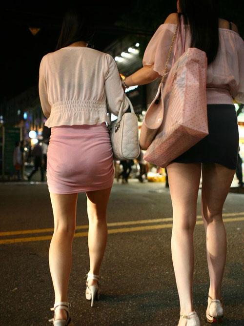【街撮りお尻エロ画像】ヒップラインが明確なタイトスカート履いてるお姉さんの後ろを追跡www
