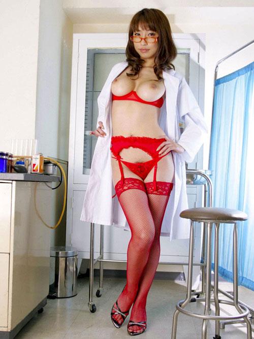 エッチな女医さんのおっぱい治療