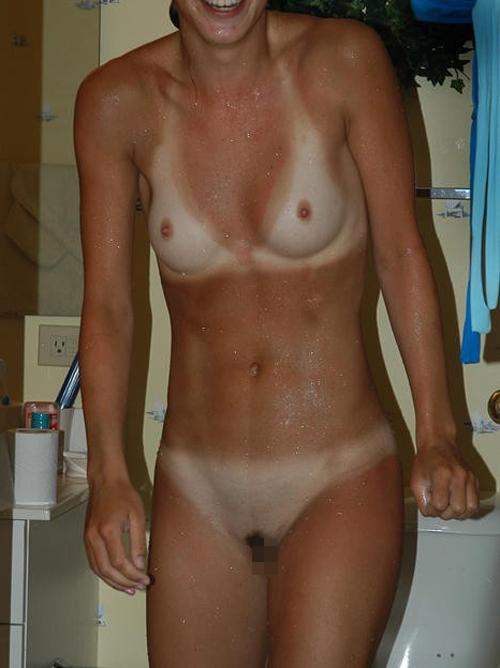 【日焼けエロ画像】剥く時まで立ち会いたいw白い美乳が激しく卑猥な日焼け女体(*´Д`)