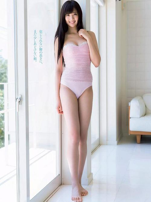 熊江琉唯 美脚っぷりがやばい!中国出身スレンダー美女のグラビアおっぱい画像