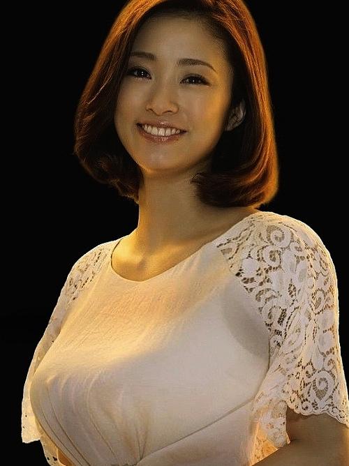 上戸彩(30)出産後の最新おっぱい画像!更に爆乳化!2ch「なんだこのデカさ!」「乳首黒そうww」