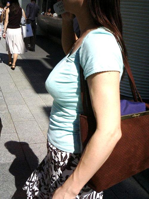 街で見たおっぱいデカ過ぎの女子22