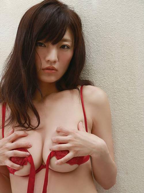 平塚奈菜 アラサーにしてGカップにサイズアップした巨乳水着おっぱい画像