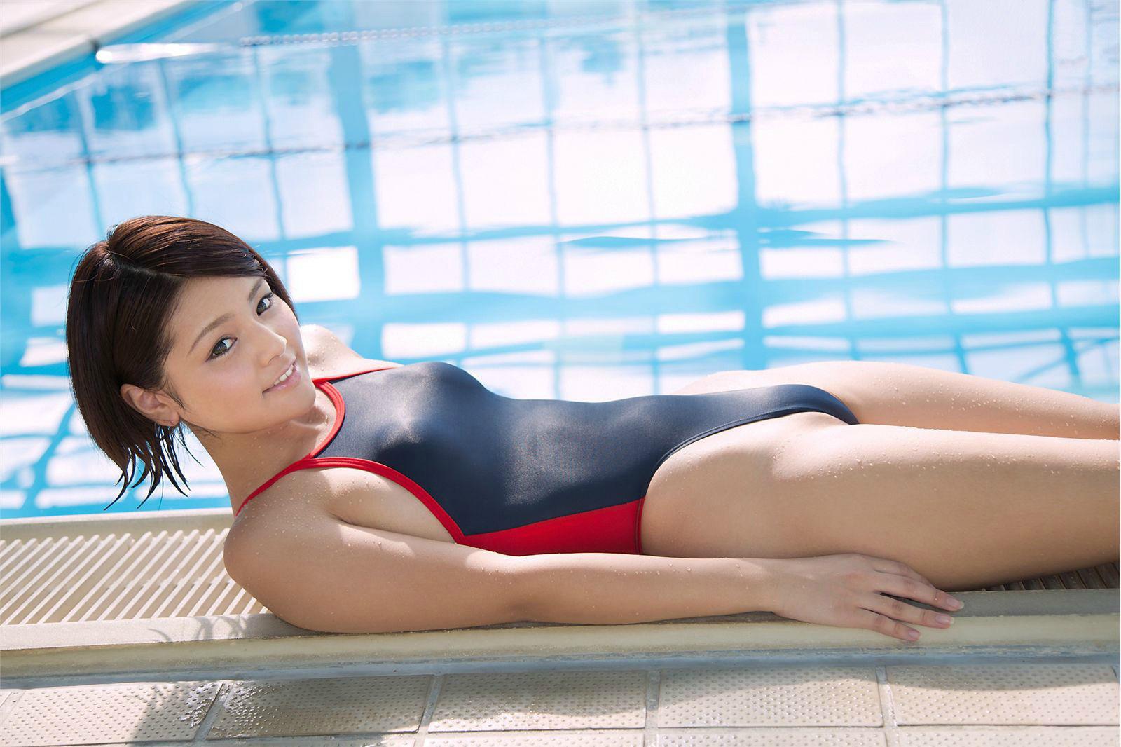 競泳ミズ着にムリヤリ押し込まれて窮屈そうな美巨乳お乳☆ #えろ写真