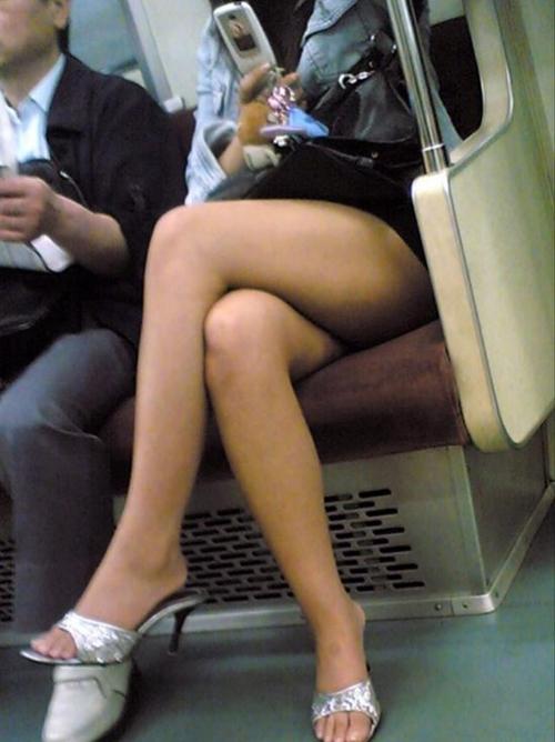 【盗撮 エロ画像】街撮りされた素人さんの生足とおまけ水着www